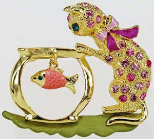 Playful cat brooch with swarovski crystal