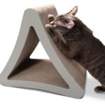 Cat Product Guide to Cardboard scratching posts - PetFusion 3-sided vertical cat scratcher